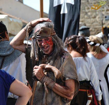 La véraison de Châteauneuf-du-Pape - Costume médiéval
