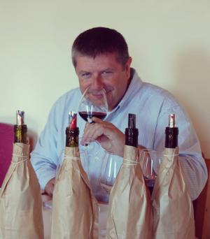 Joe Czerwinski déguste pour le Wine Advocate